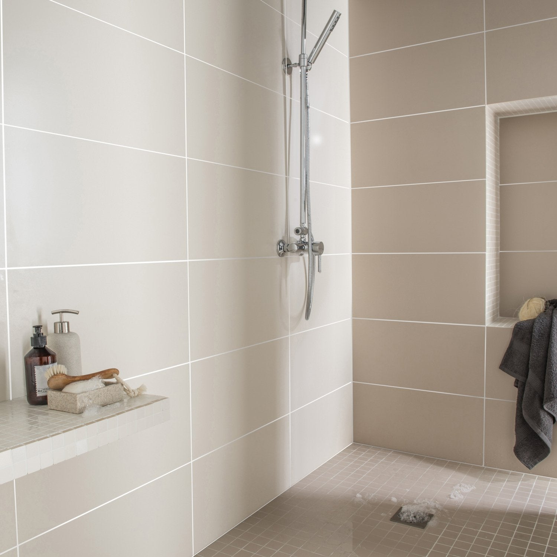 un grand espace pour la salle d 39 eau leroy merlin. Black Bedroom Furniture Sets. Home Design Ideas