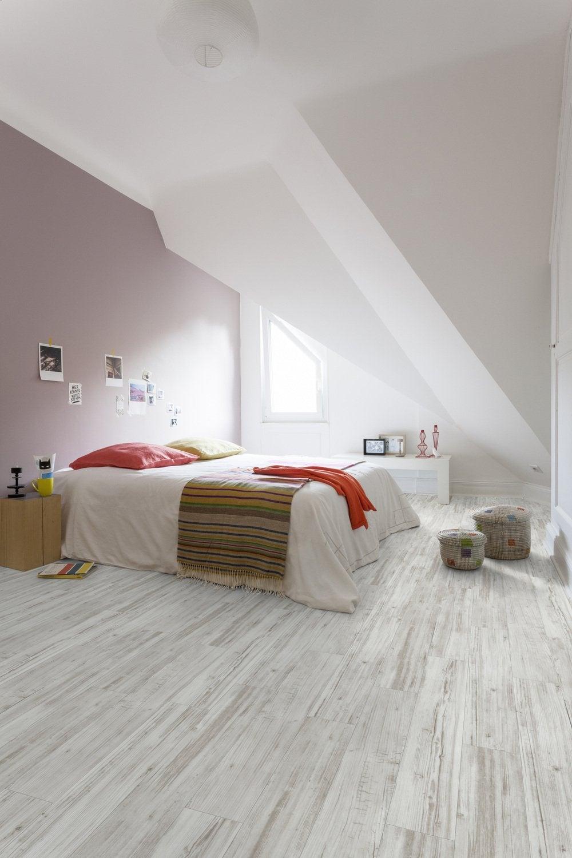 des lames de pvc effet bois gris adh sives pour r nover. Black Bedroom Furniture Sets. Home Design Ideas