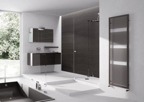 Sèche-serviettes en acier noir pour la salle de bains