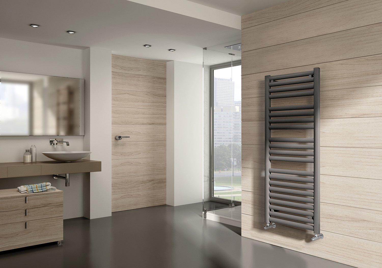 un radiateur s che serviettes gris qui s 39 int gre au style zen de votre salle de bains leroy merlin. Black Bedroom Furniture Sets. Home Design Ideas