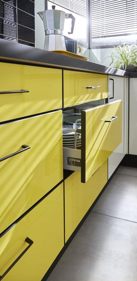 De grands tiroirs pour ranger toute la vaisselle