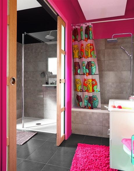 Une salle de bains pour vos enfants séparée par une porte coulissante