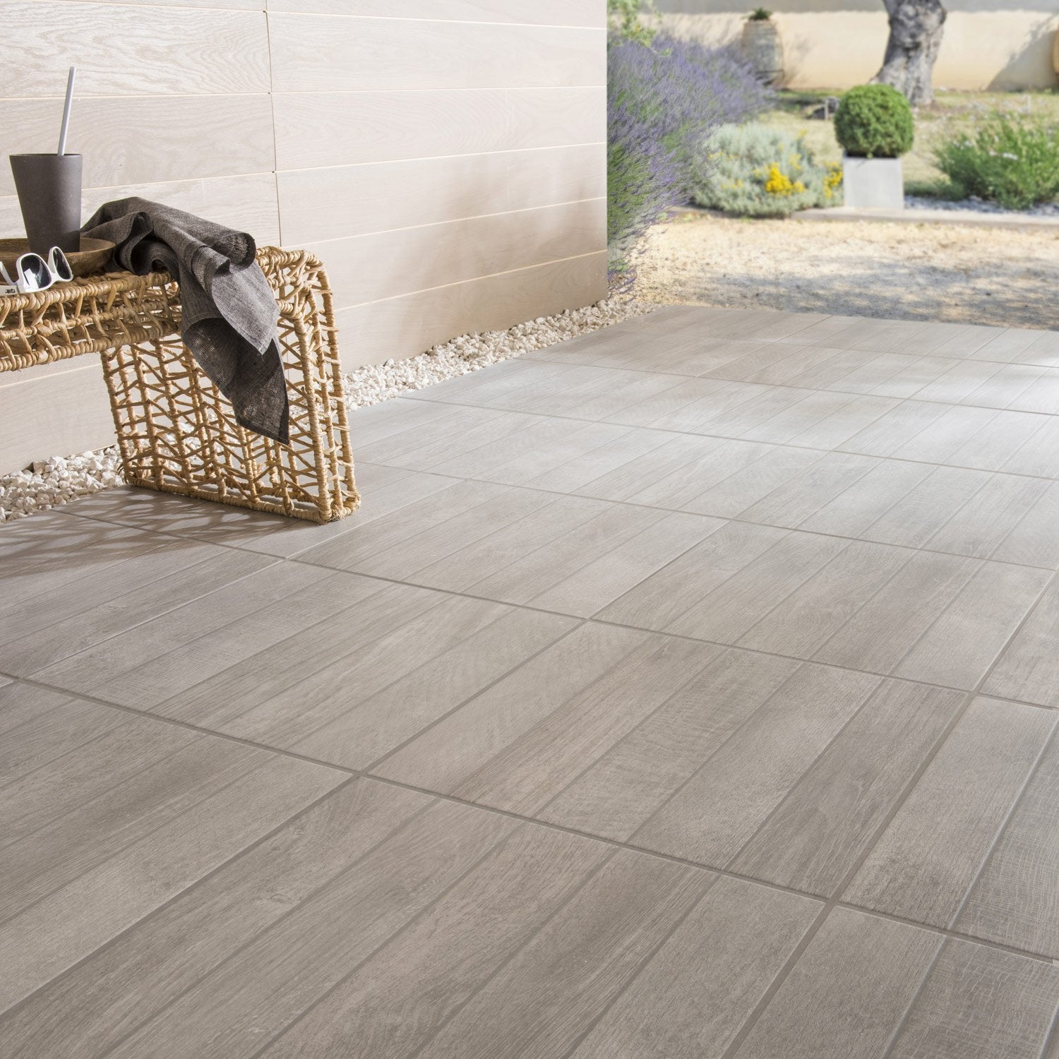 Carrelage sol gris effet bois jungle x cm for Joint carrelage exterieur