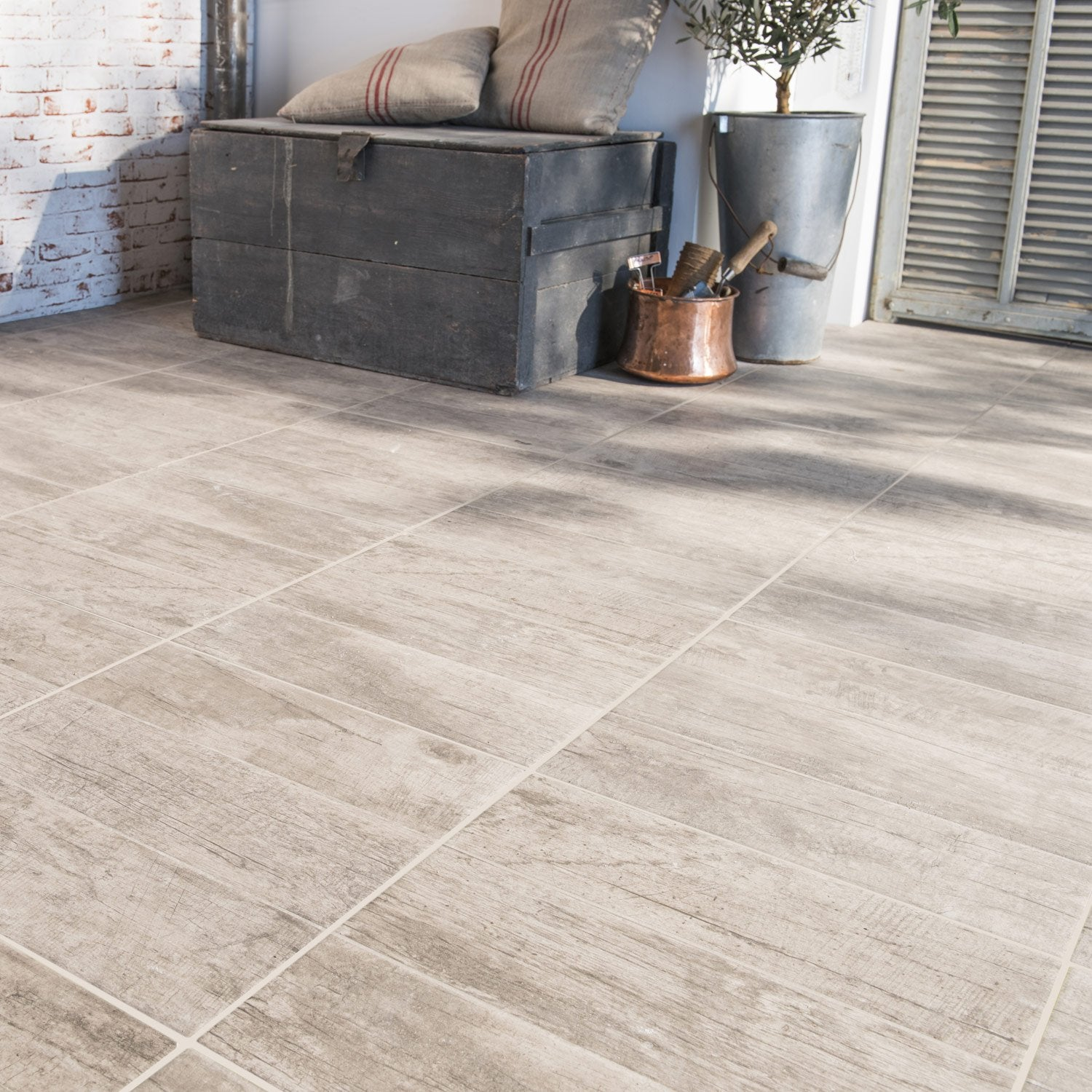 Carrelage sol capuccino effet bois river x cm for Carrelage le roy merlin