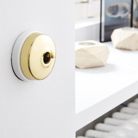 Un interrupteur vintage doré