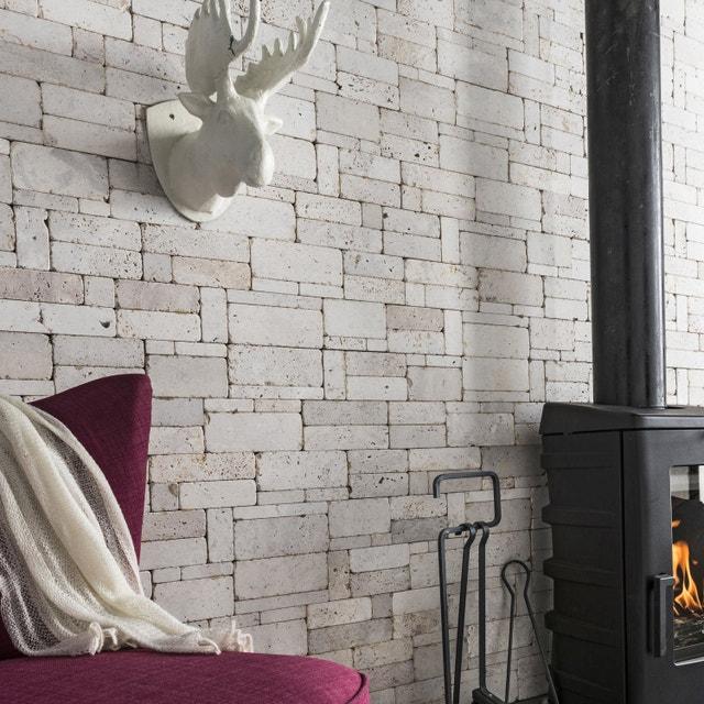 habillez les murs du salon avec ces plaquettes parement en pierres naturelles leroy merlin. Black Bedroom Furniture Sets. Home Design Ideas