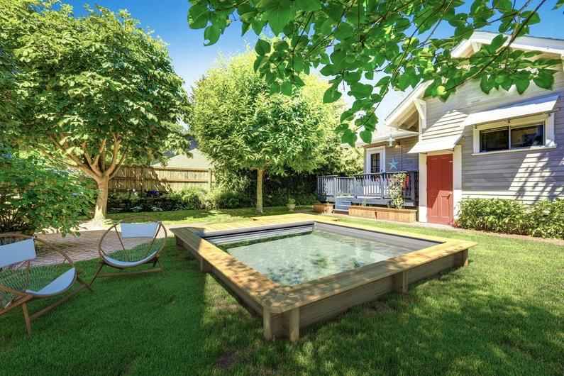Un moment de d tente dans le jardin avec une piscine hors for Piscine hors sol haute qualite