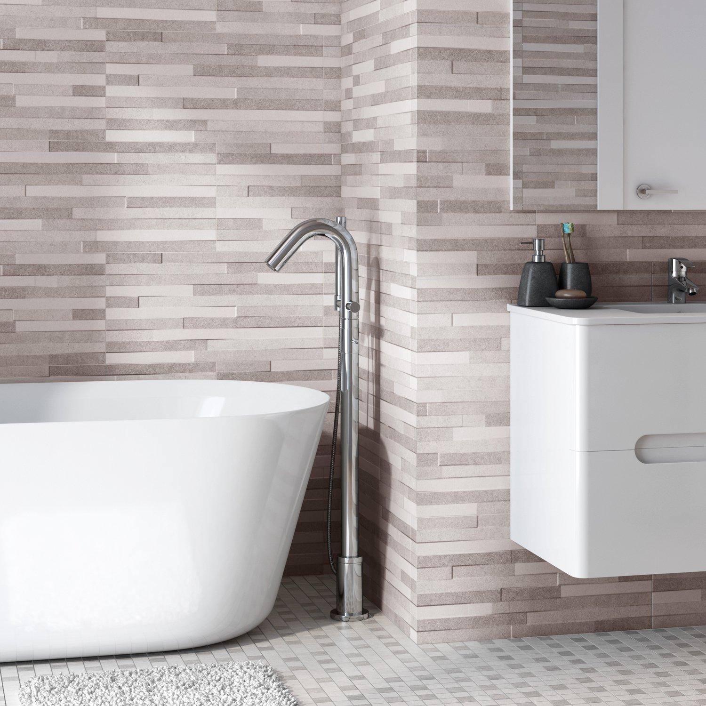 donnez du relief aux murs de la salle de bains avec un carrelage effet pierre gris clair. Black Bedroom Furniture Sets. Home Design Ideas