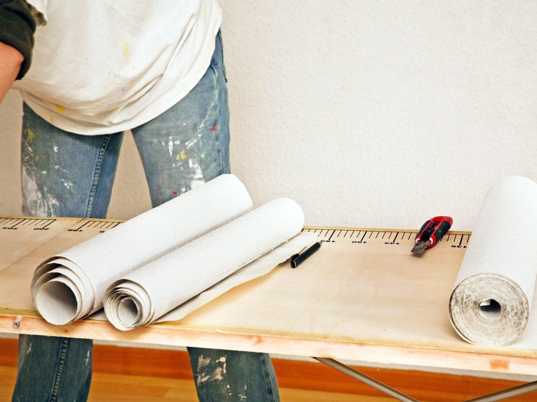 Comment remplacer ou peindre un papier peint leroy merlin for Comment faire le papier peint