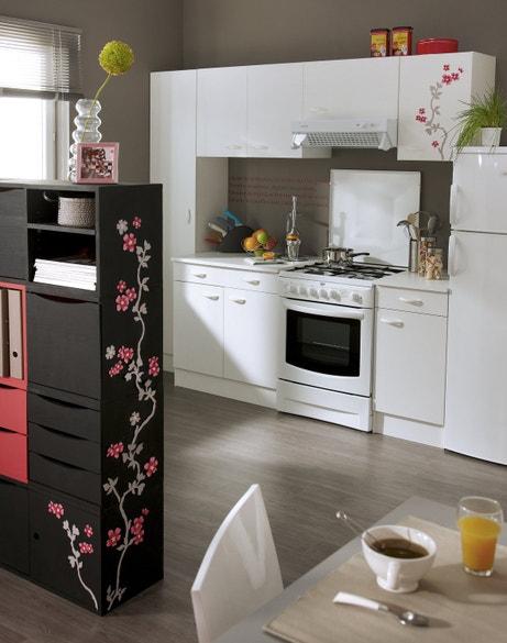 Des meubles de cuisine dans un total look blanc