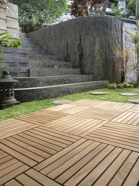 Les dalles bois passent en terrasse leroy merlin - Dalle terrasse composite leroy merlin ...