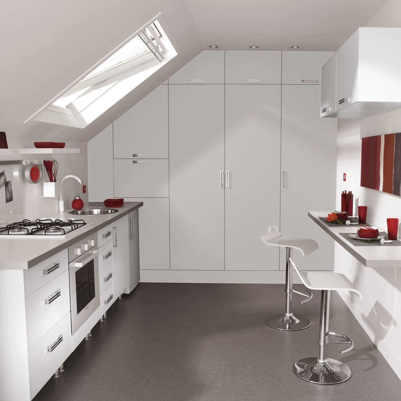 la cuisine se niche sous les combles leroy merlin. Black Bedroom Furniture Sets. Home Design Ideas