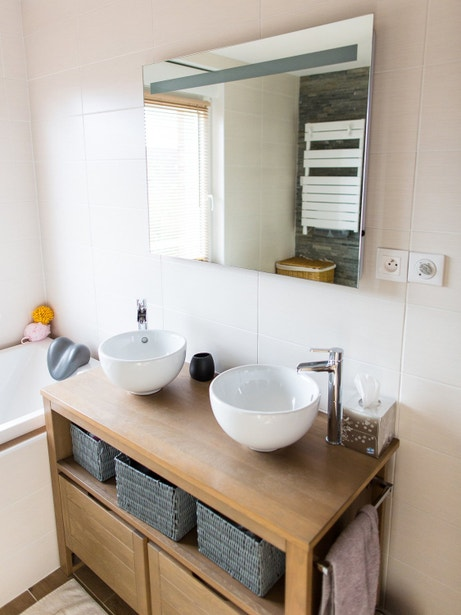 Deux vasques à poser blanches dans la salle de bains Frédéric à Fretin