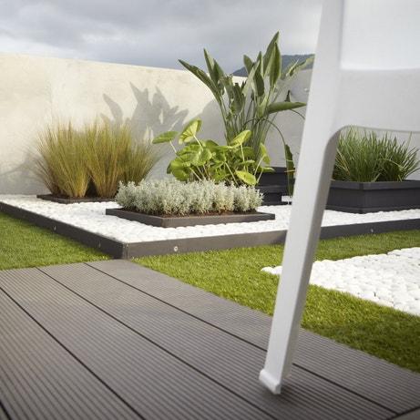 Des lames en bois composite pour une terrasse moderne