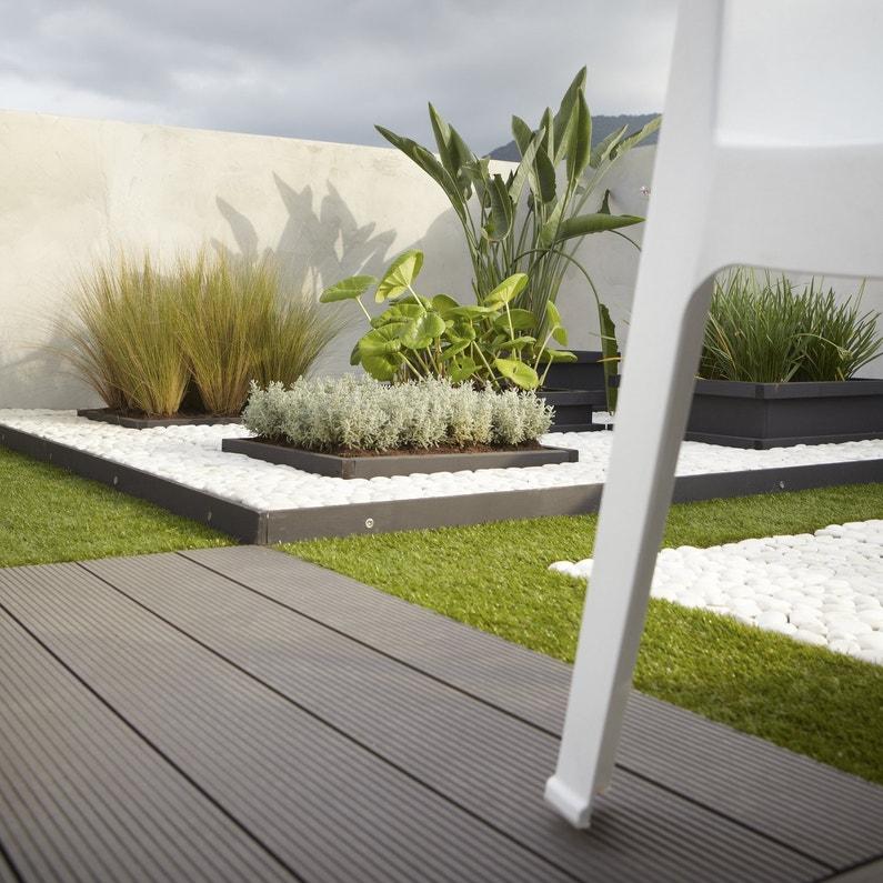 Des lames en bois composite pour une terrasse moderne - Photo de terrasse moderne ...