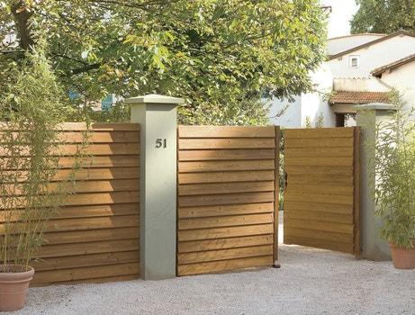 Un portail battant en bois