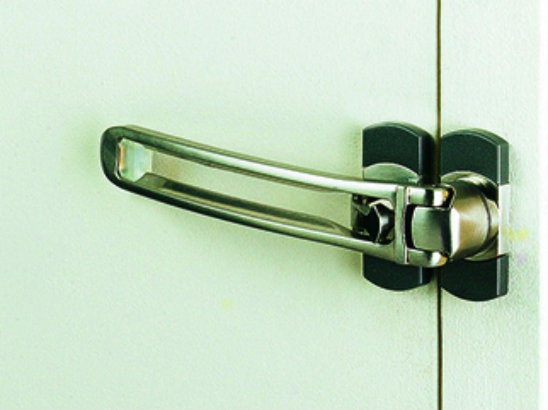 Comment poser un judas ou un entrebâilleur de porte ?