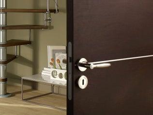 Poser une serrure encastrée sur porte intérieure