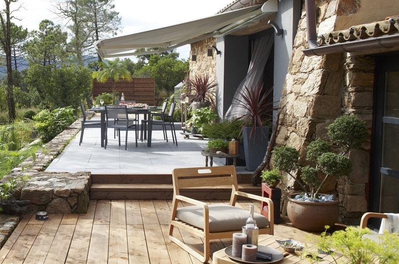 une terrasse bois en contre bas de la terrasse carrel e. Black Bedroom Furniture Sets. Home Design Ideas