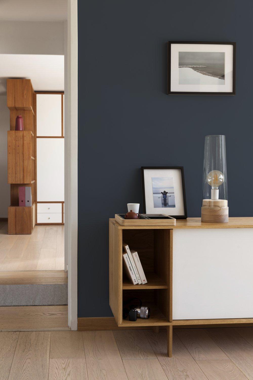 Un salon bleu vintage vêtu de bois | Leroy Merlin