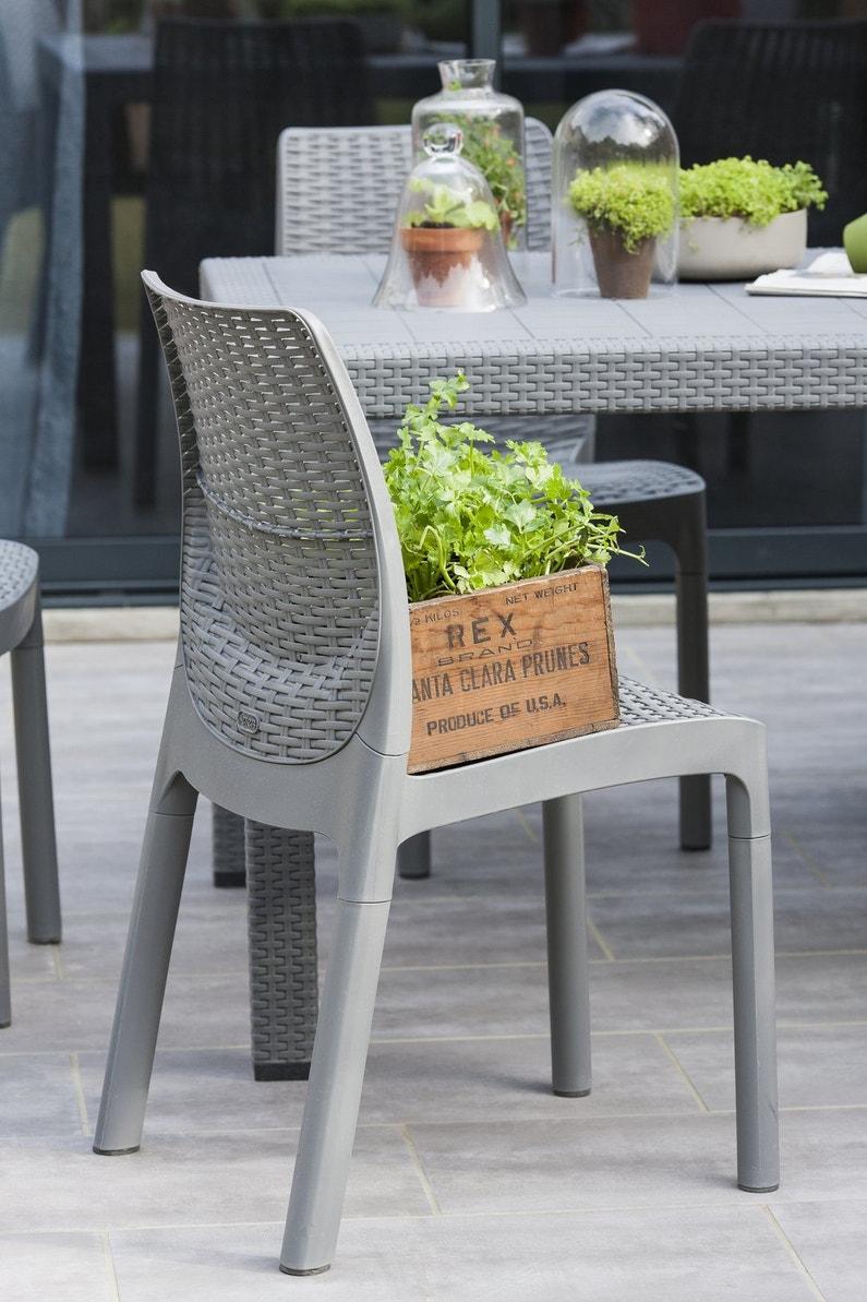 Une table de jardin grise leroy merlin for Table jardin grise