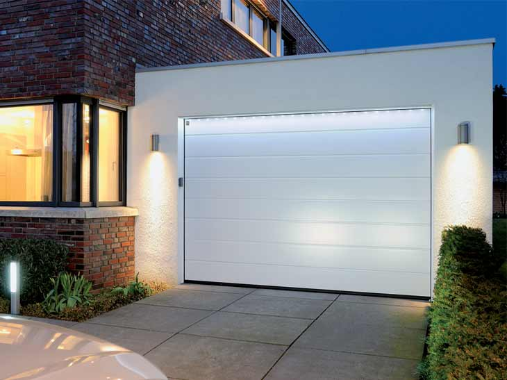 Portes de garage sur mesure sous haute surveillance for Porte de garage 5m hormann