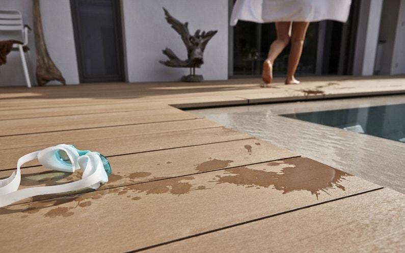 une terrasse pr s de la piscine leroy merlin. Black Bedroom Furniture Sets. Home Design Ideas