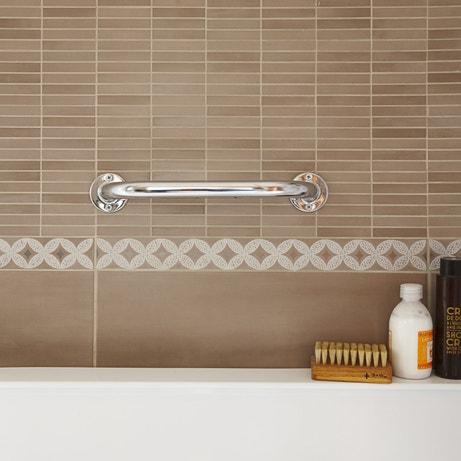 Une barre de maintien murale pour baignoire et salle de bains