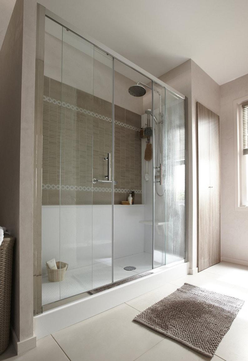 Une douche entre 2 murs en verre pour remplacement baignoire