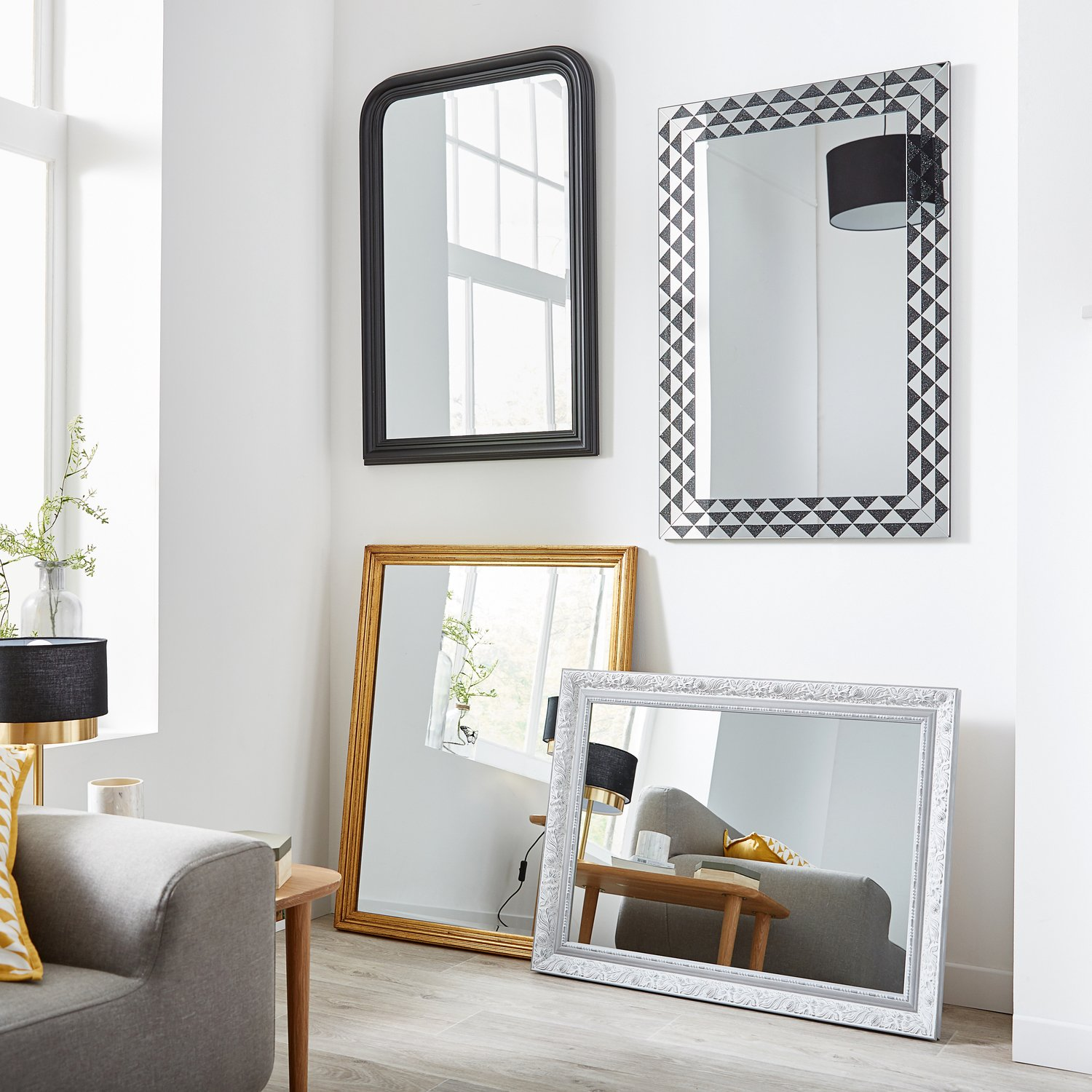 habillez son mur avec des miroirs divers pour cr er une sensation d 39 espace leroy merlin. Black Bedroom Furniture Sets. Home Design Ideas