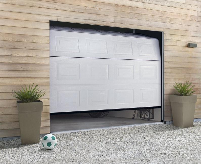 une porte de garage sectionnelle pour une entr e design leroy merlin. Black Bedroom Furniture Sets. Home Design Ideas