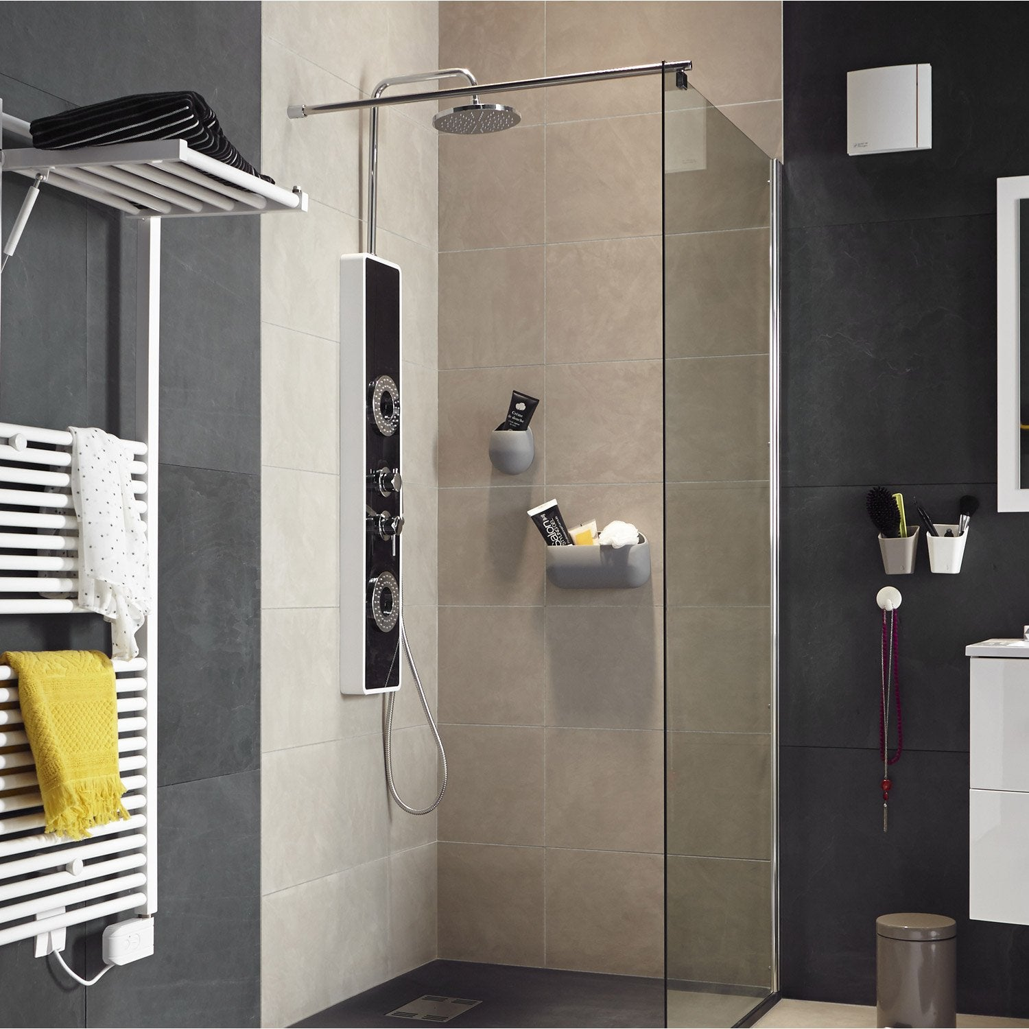 colonne de douche hydromassante avec robinetterie. Black Bedroom Furniture Sets. Home Design Ideas