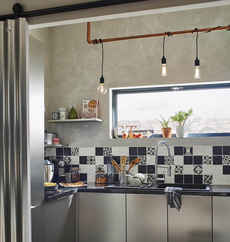 une association de carreaux de ciment pour animer la cr dence leroy merlin. Black Bedroom Furniture Sets. Home Design Ideas