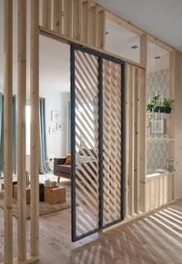 Une cloison qui bouge avec cette porte coulissante leroy - Monter une cloison en bois ...