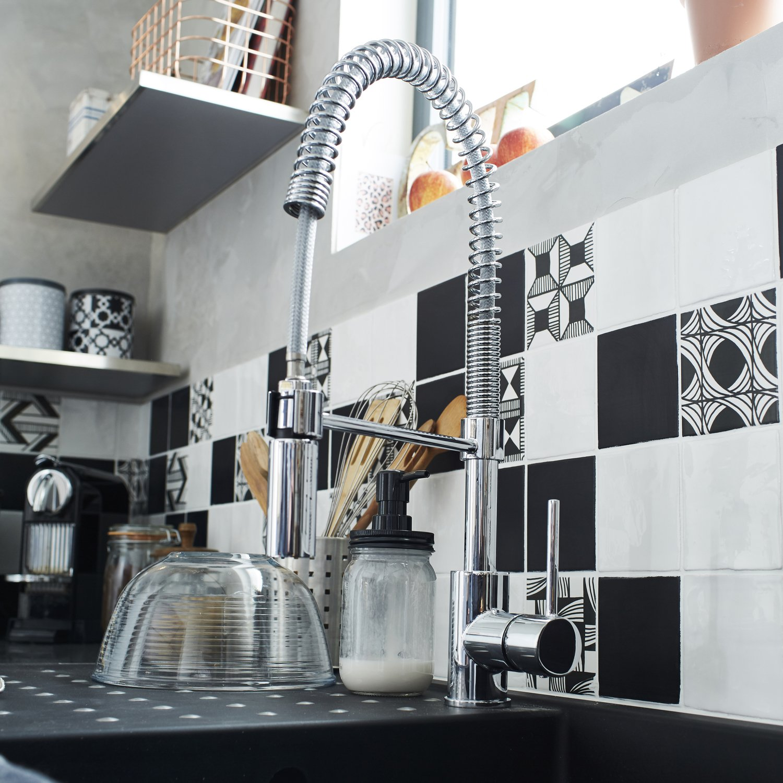 un mitigeur avec douchette tr s pratique pour la cuisine. Black Bedroom Furniture Sets. Home Design Ideas