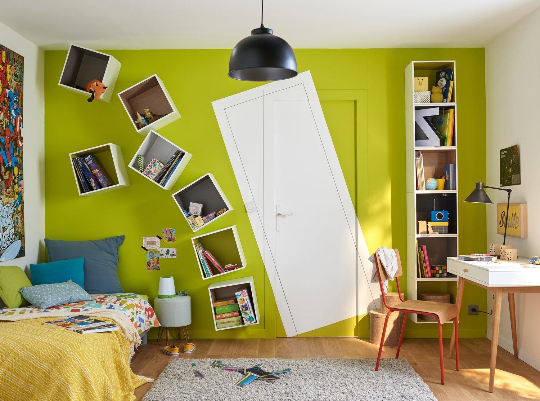 Une chambre d\'ado avec la porte peinte en trompe l\'oeil ...