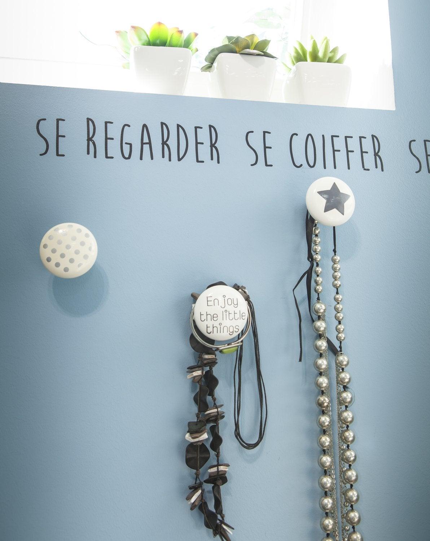 Stickers citation du bonheur sur les murs leroy merlin - Citation salle de bain ...