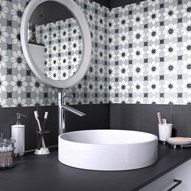Des carreaux de ciment pour une salle de bains unique   Leroy Merlin