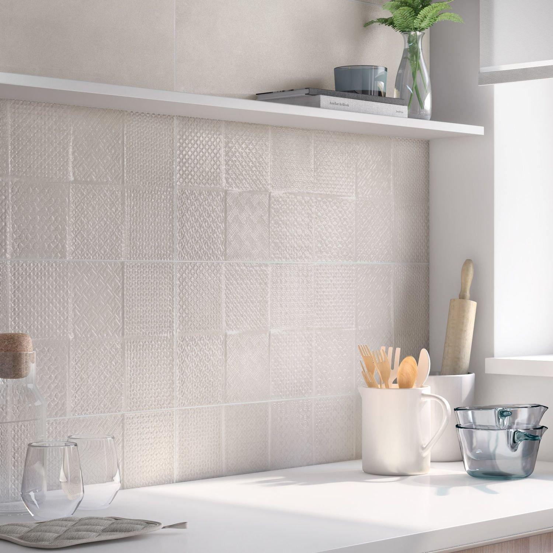 Carrelage relief blanc stunning carrelage salle bain en relief carrelage blanc brillant for Carrelage cuisine mur