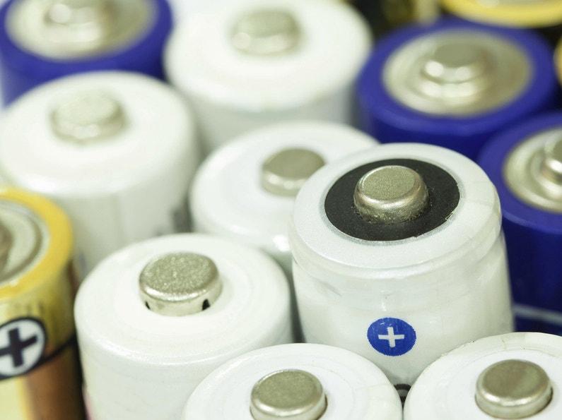 Tout savoir sur les piles jetables et rechargeables