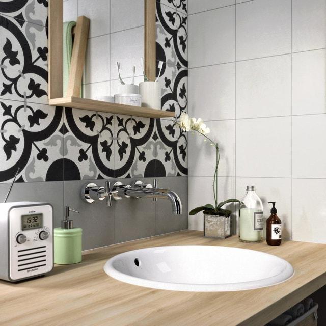 Des carreaux de ciment pour une salle de bains tendance   Leroy Merlin
