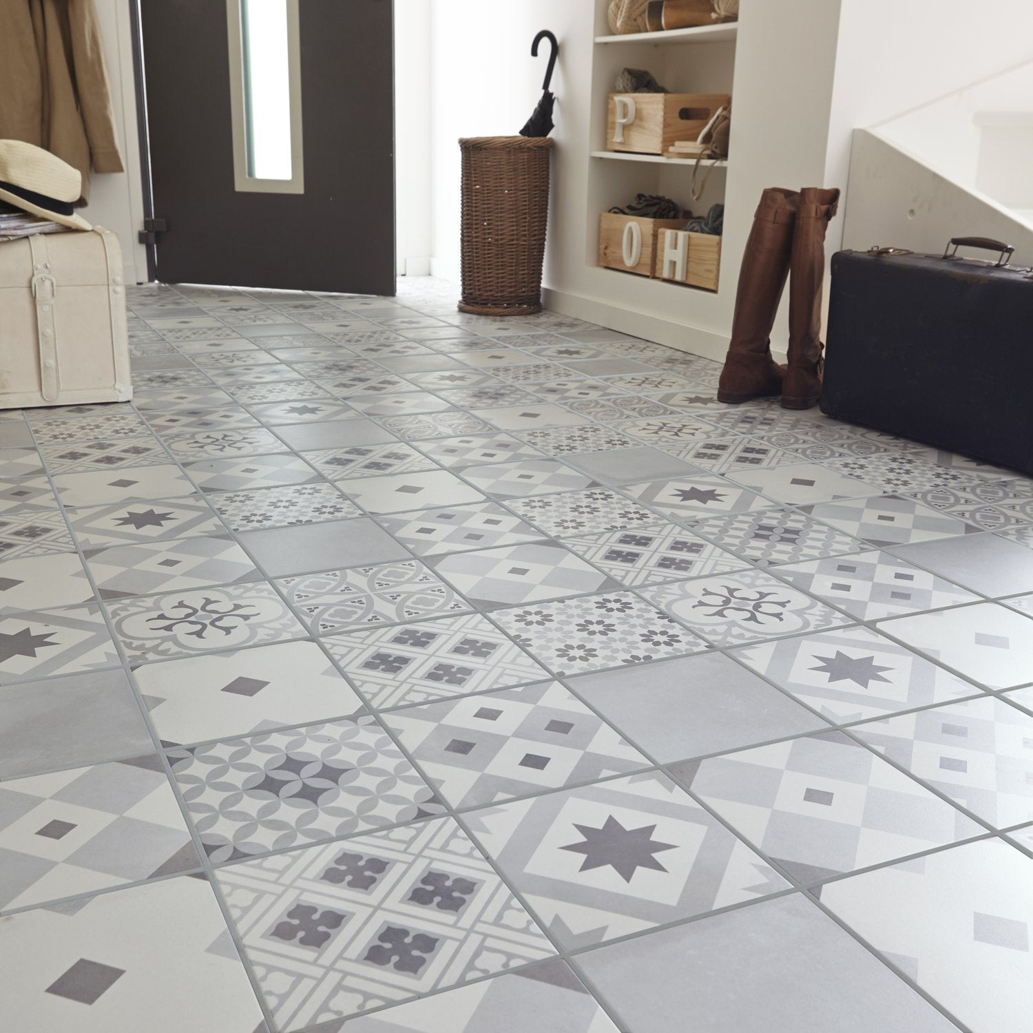 Un carrelage blanc et gris effet carreaux de ciment for Carreaux de ciment occasion
