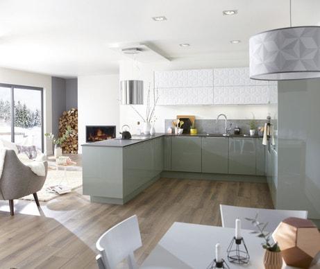 Une cuisine vert pastel et blanche qui allie design et formes graphiques