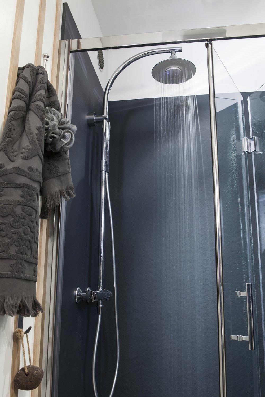 une colonne de douche moderne leroy merlin. Black Bedroom Furniture Sets. Home Design Ideas