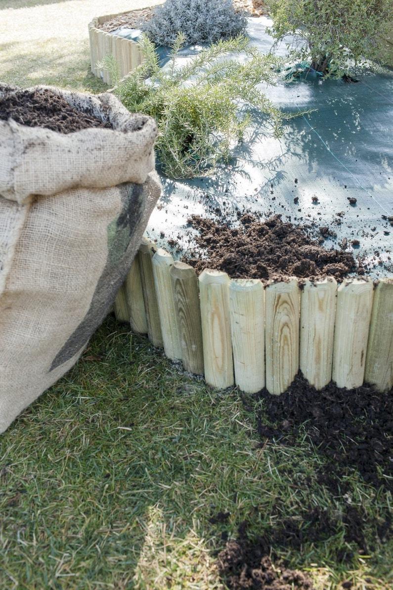 Am liorer le jardin avec une jardini re maison et toile de for Paillage ardoise leroy merlin