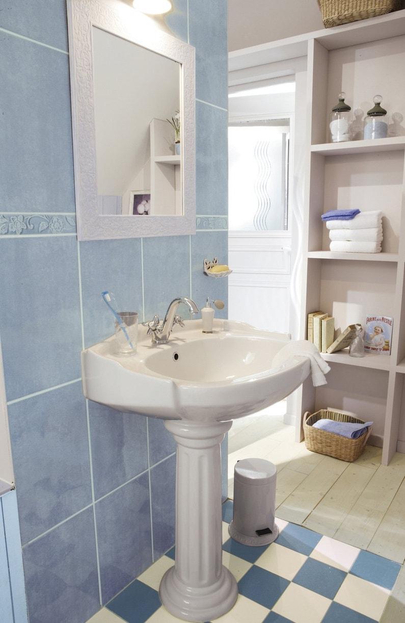 Salle de bains classique et lumineuse leroy merlin for Barre lumineuse salle de bain