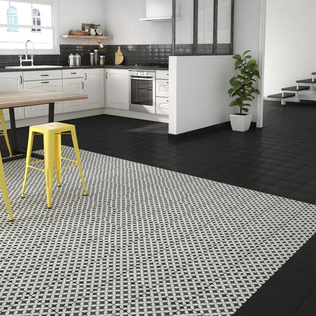 Donner un effet tapis à la cuisine avec un mix de carreaux ...