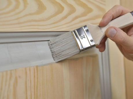 peindre un meuble | leroy merlin - Peindre Une Porte En Bois Deja Peinte