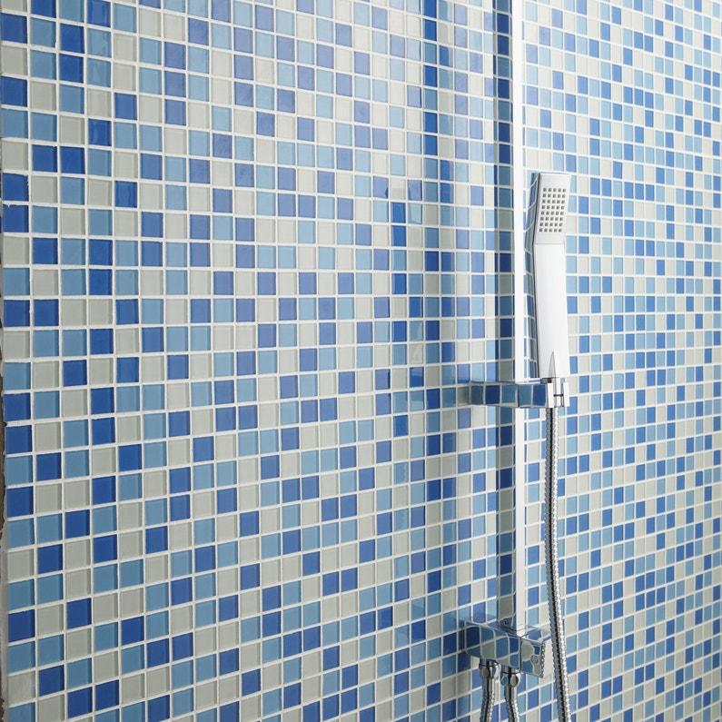 Une mosa que bleu piscine dans la douche leroy merlin for Mosaique piscine leroy merlin