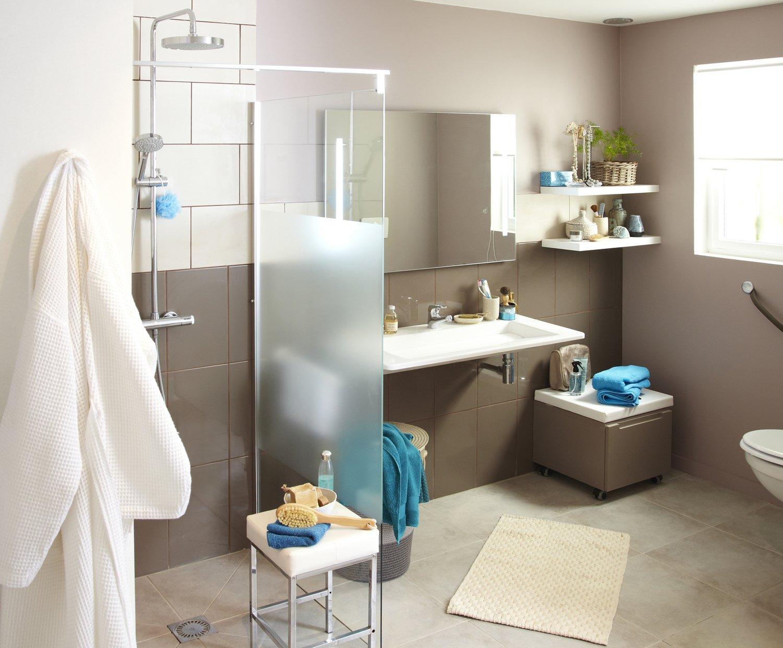 Une salle de bains facile vivre leroy merlin - Pitturare le piastrelle ...